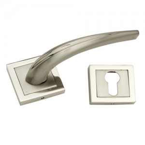 """Janum"" Zinc Handle with Rose"